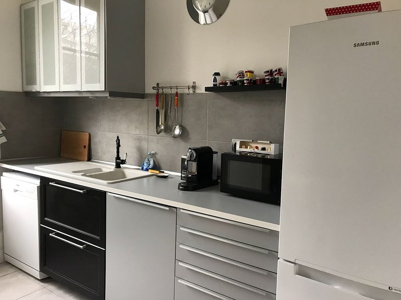 appartement 69 m2 avec garage pour moto et velo, vacation rental in Fontaine-les-Dijon