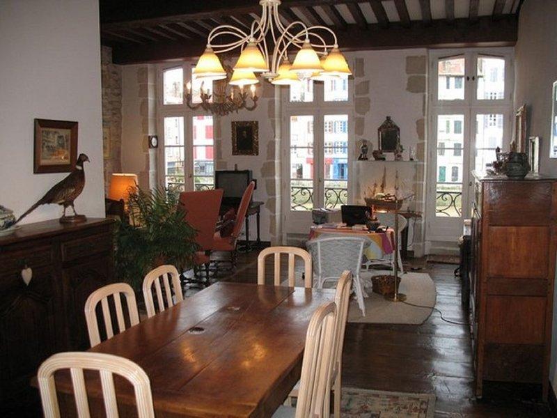 Appartement pour 4 personnes au centre du quartier historique de Bayonne, vacation rental in Bayonne