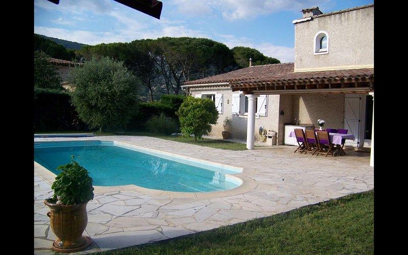 Belle villa pour la détente dans un cadre de verdure avec  piscine individuelle., location de vacances à Spéracèdes