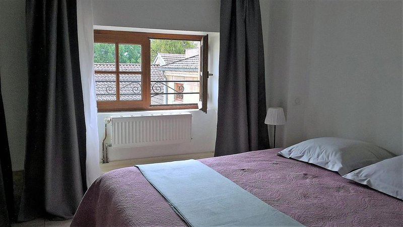 LE GRENIER MAUFOUX,  appartement 2 CHAMBRES, BEAUNE CENTRE HISTORIQUE, alquiler de vacaciones en Beaune