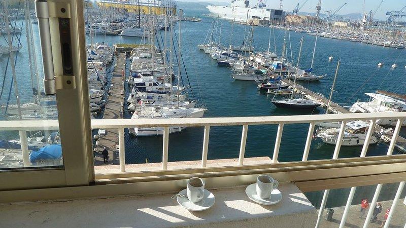 Magnifique T2 Design sur le port de Toulon, holiday rental in Toulon