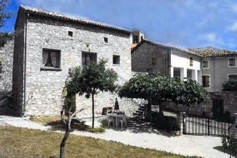 Maison Traditionnelle En Pierres, Vue Panoramique Sur Vallée Du Rhône, location de vacances à Montclus