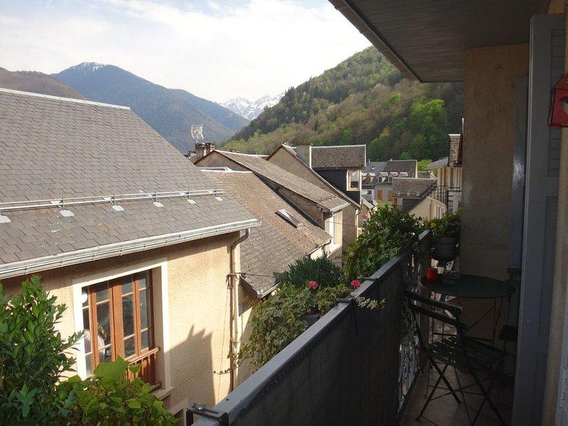 Charmant T3 en duplex avec balcon calme et lumineux, holiday rental in Bagneres-de-Luchon