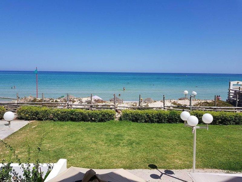 Appartement 'Pieds dans l'eau' avec vue sur mer, vacation rental in Sousse