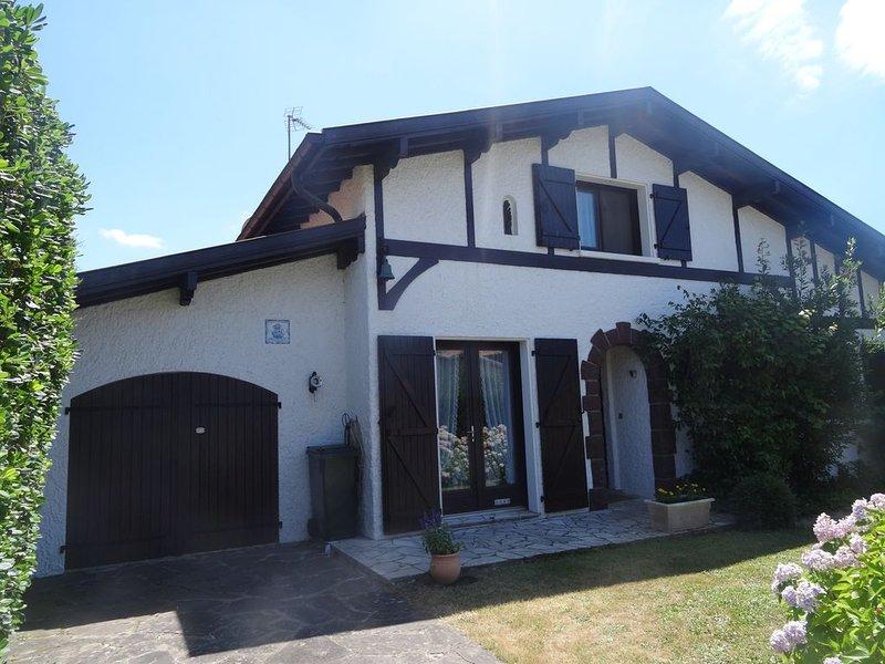 maison individuelle dans une résidence de standing, holiday rental in Villefranque