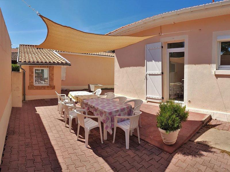 Villa agréable et fonctionnelle 6/8 personnes - Proche centre ville et plages, aluguéis de temporada em Le Verdon Sur Mer