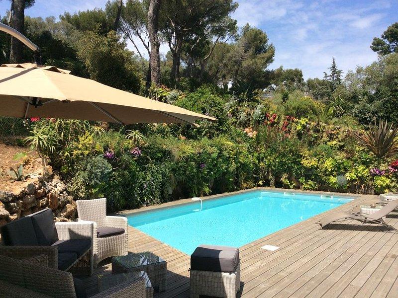 Luxueuse villa au Cap d'Antibes, holiday rental in Cap d'Antibes