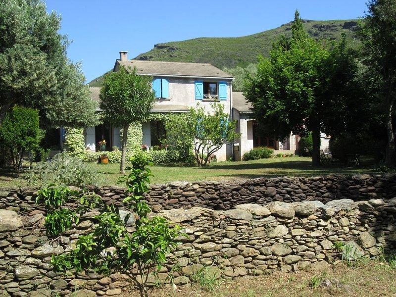 Maison  avec jardin à 1km  de la mer, location de vacances à Canari