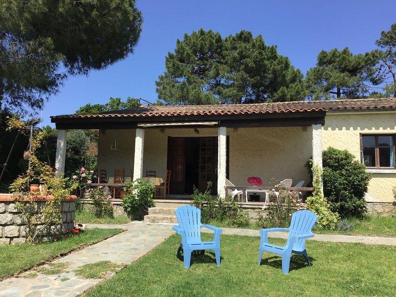 À 125 mètres d'une plage familiale , villa dans jardin arboré., location de vacances à Pietrosella