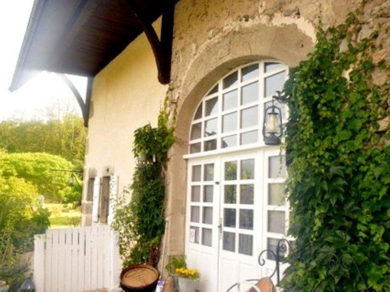 'bulle de bonheur', au sein d'une vieille bâtisse, location de vacances à Argonay