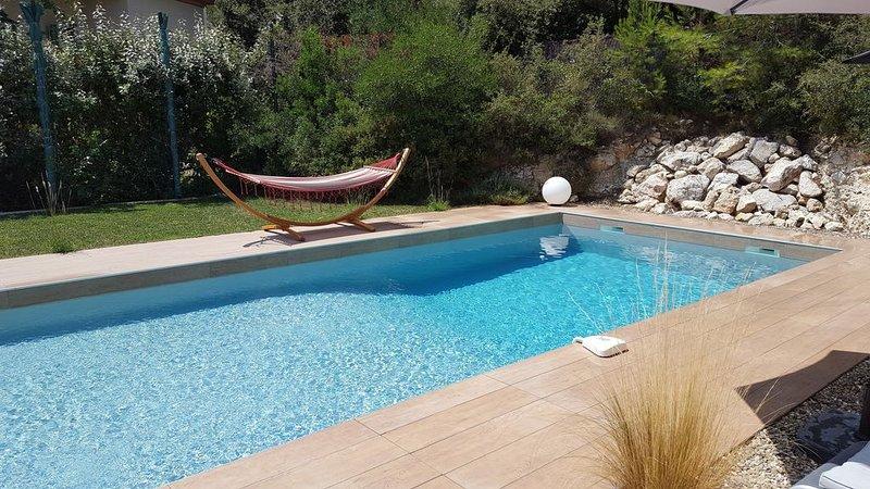Villa 7 pers,piscine,jardin,cuisine d'été,pétanque proche Montpellier, aluguéis de temporada em Les Matelles