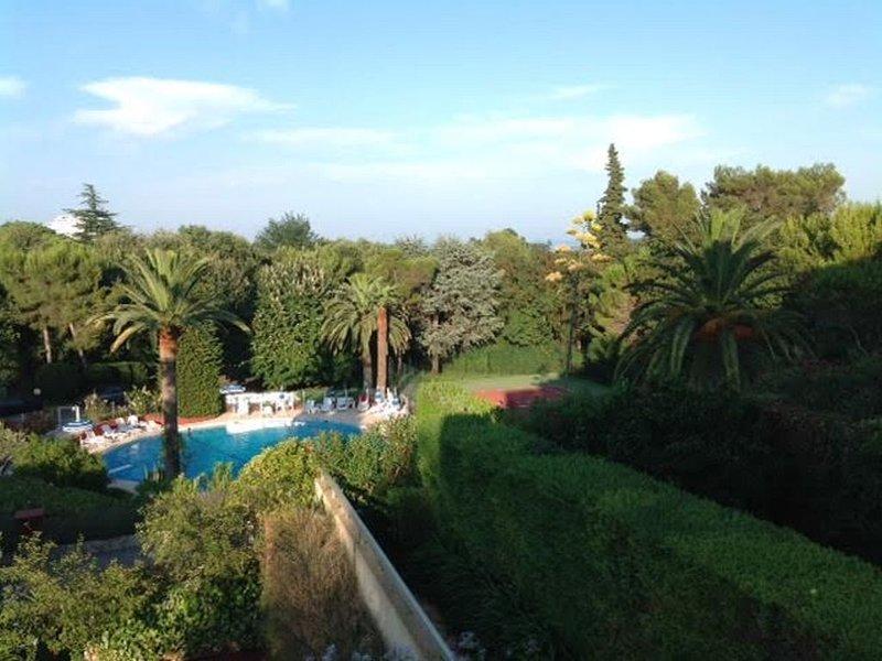 Magnifique 3 Pièces avec piscine et tennis entre Nice et Cannes, Ferienwohnung in Villeneuve-Loubet
