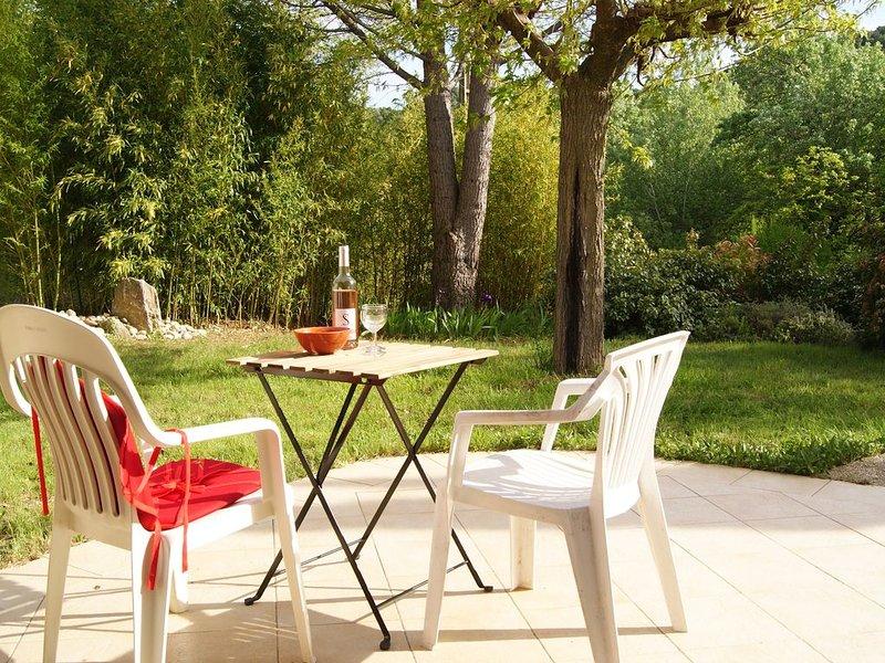 Villa avec piscine au calme dans les collines à Venterol près de Nyons, holiday rental in Rousset-les-Vignes