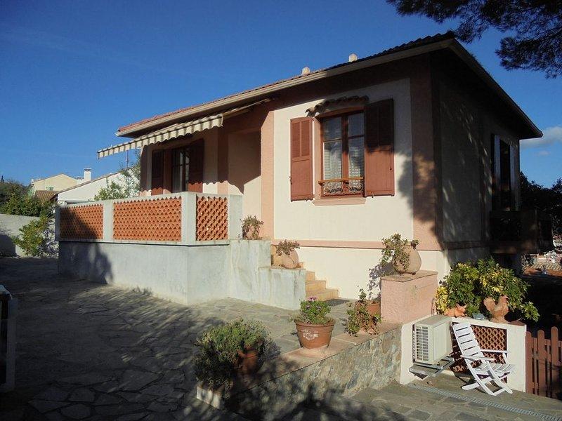 maison 6-8 personnes proche de la mer ( environ 400 m ), location de vacances à Sainte-Maxime