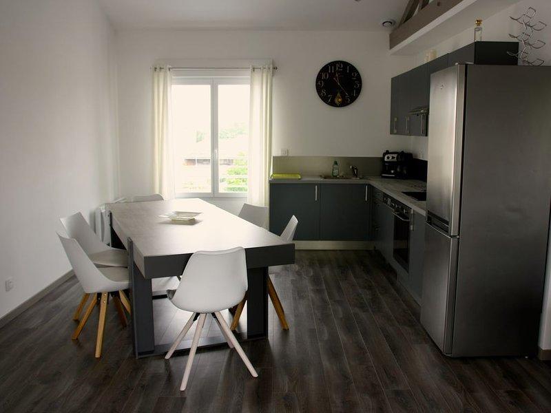 Appartement T5 lumineux de 100 m2 (3 chambres) avec balcon et parking, location de vacances à Fouras