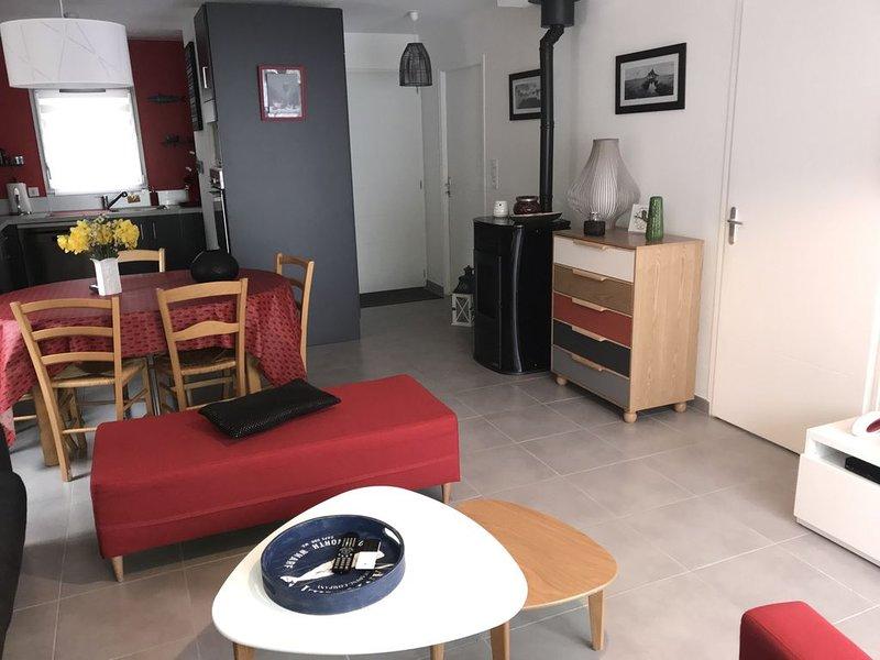 Maison de vacances bord de mer Jullouville, vacation rental in Saint-Pair-sur-Mer
