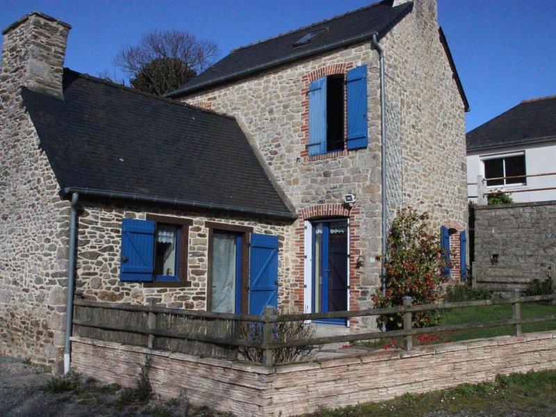 Petite maison de charme en pierres entre terre et mer, holiday rental in Yvignac-la-Tour