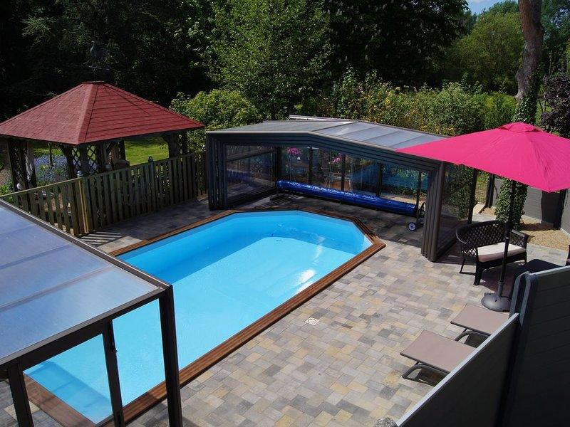 Gîte de charme 4/5 personnes avec accés à la piscine chauffée et couverte, holiday rental in Delettes