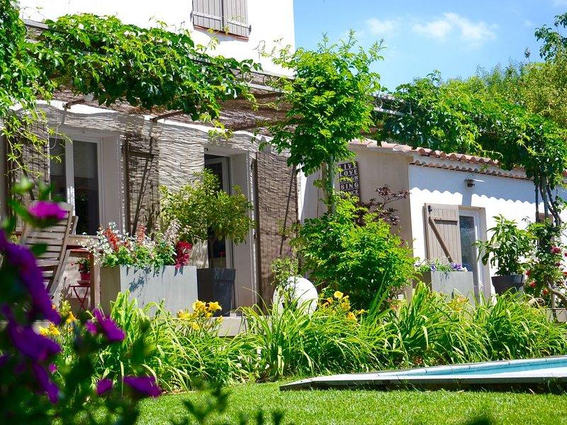 Villa en Provence piscine privée et jardin paysager, vacation rental in La Destrousse