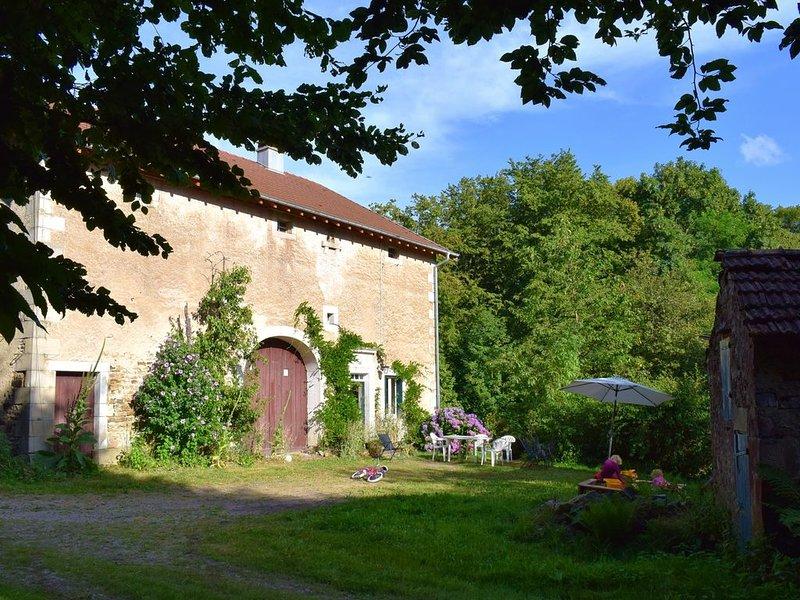 Ancienne ferme (1863) en lisière de forêt, calme et nature, holiday rental in Bains-les-Bains