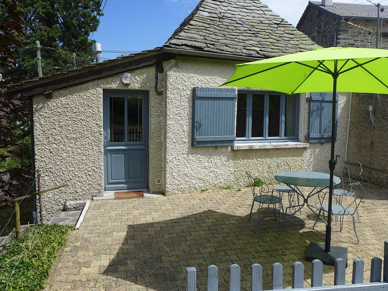 La P'tite Maison, Gîte de 26 m2 à la campagne, holiday rental in Saint-Hostien