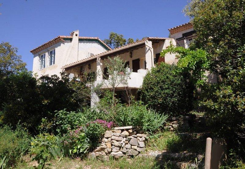 La Cigale Provence, Méounes,Provence verte, proche mer, calme, sans vis a vis, holiday rental in Signes
