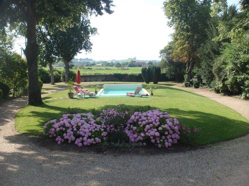Vista sulla piscina dalla veranda