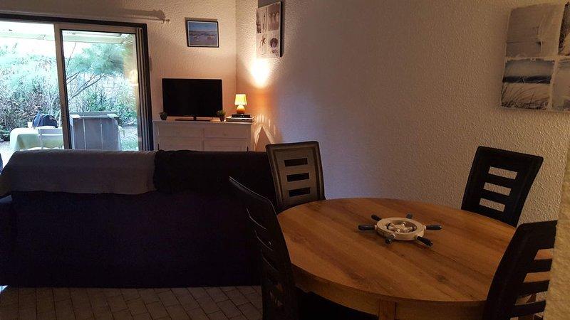 Maison 40m² à 200m du lac avec 90m² de jardin Hourtin-Port, holiday rental in Hourtin-Plage
