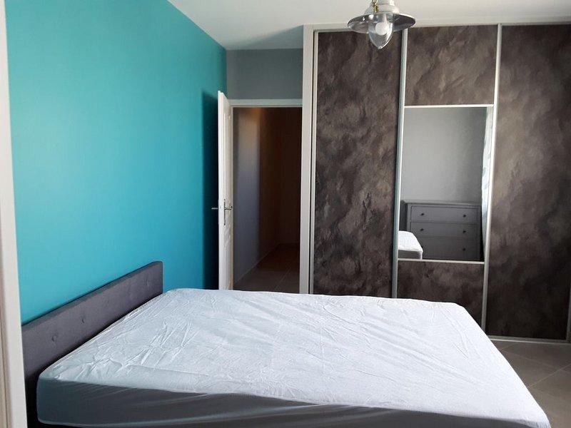 Petite suite entièrement neuve.Entrée indépendante avec couloir privé, casa vacanza a Bourgueil