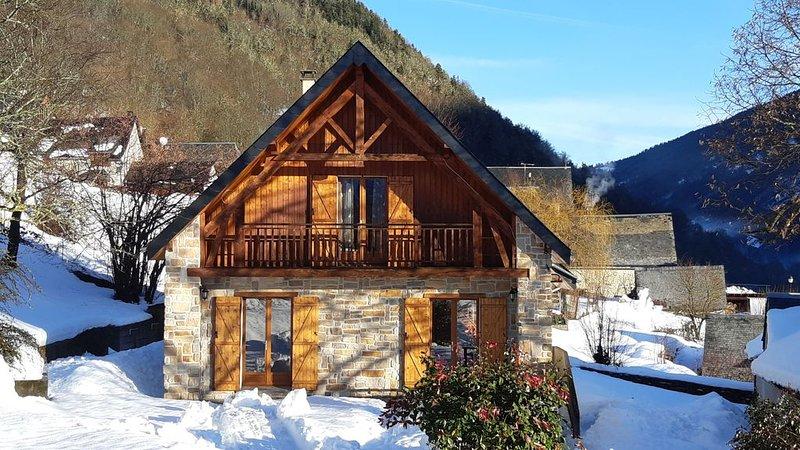 Maison chalet plein sud en Vallée du Louron près  Loudenvielle classé 3*** Wifi, holiday rental in Gouaux