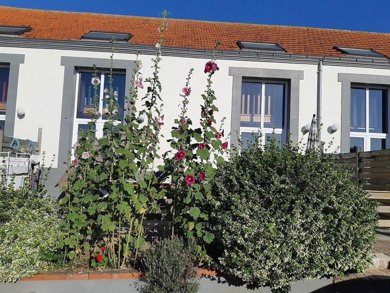 Location classée 3 étoiles -  4 personnes - piscine chauffée, holiday rental in La Garnache
