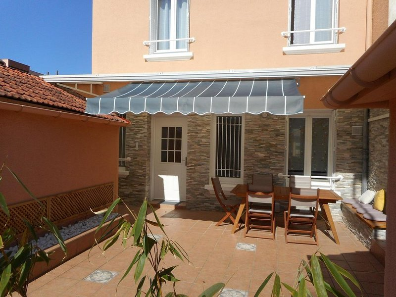 A Vichy, charmante maison de ville à 50m des parcs et de l'Allier, vacation rental in Allier