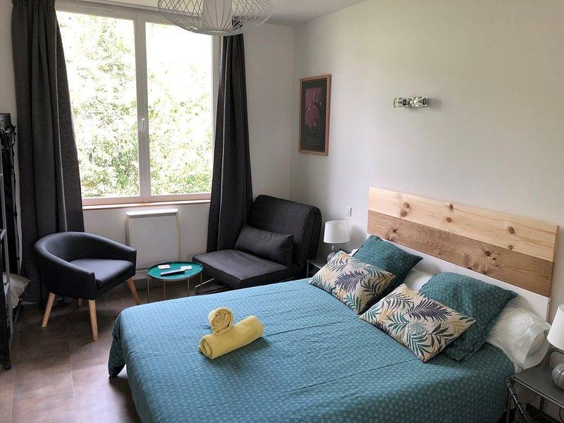 Studio tout confort ( 3 personnes) - Jardin et stationnement gratuit, holiday rental in Liffre