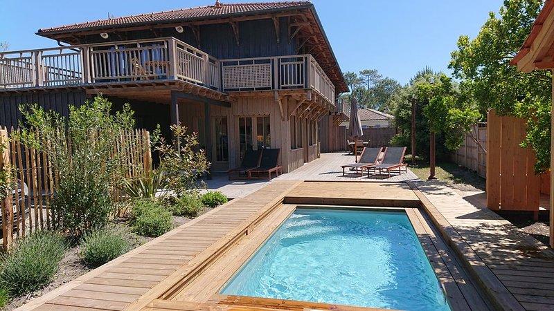 Maison bois classée 4* piscine chauffée , proche océan plage,  10 à 14 couchages, holiday rental in Vendays Montalivet
