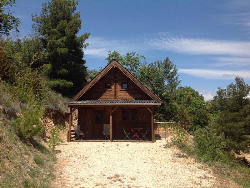 Chalet en drome provençale avec piscine privee hors sol, casa vacanza a Merindol-les-Oliviers