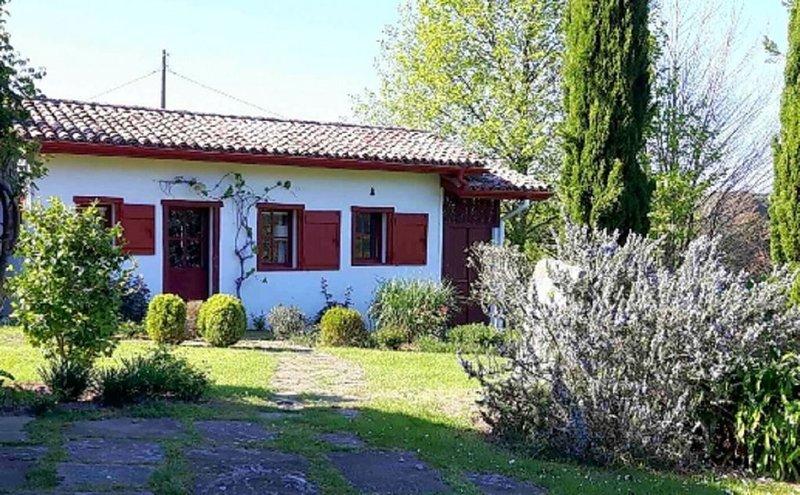 Charmante maison indépendante avec grand jardin à Ascain, alquiler vacacional en Sare