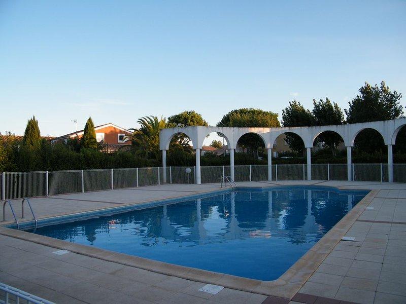 Maison de vacances avec piscine à Valras Plage, holiday rental in Vendres
