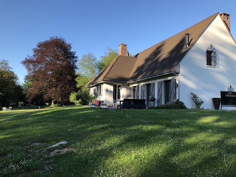 Maison de famille 14 pers. dans un domaine privé de 10 hectares, À 1h de Paris, location de vacances à Baron