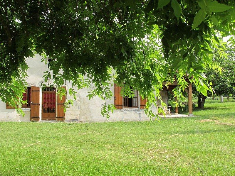 La Maison rouge, pleine de charme située au coeur de la campagne sud charentaise, holiday rental in Montmoreau-Saint-Cybard