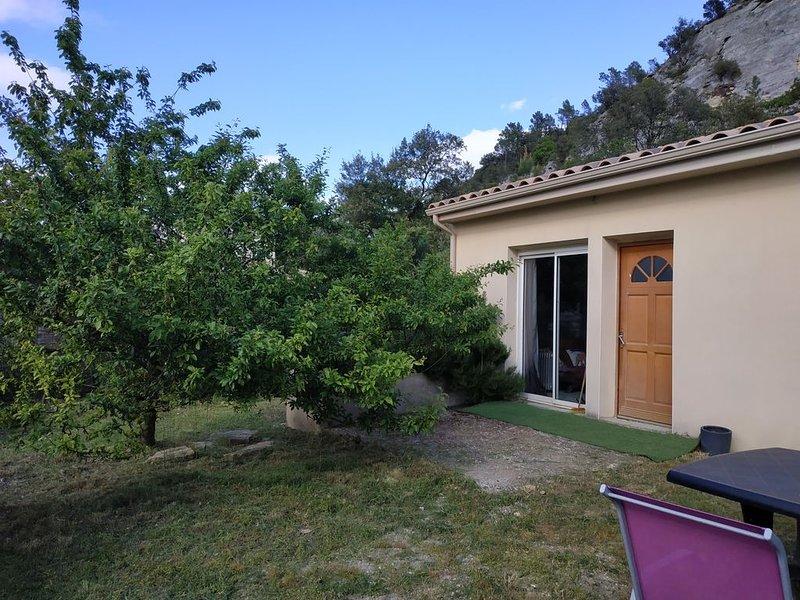 Maison calme,terrain/parking clos,drôme provençale, entre Montélimar et Avignon, location de vacances à La Baume-de-Transit