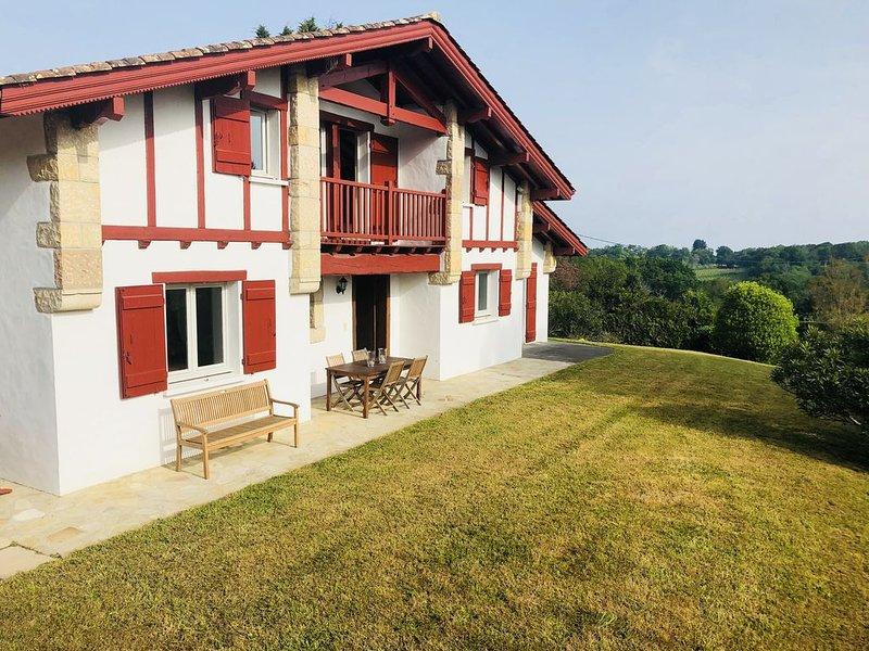 Calme et verdure à 5mins de St Jean de Luz, 6 chambres, holiday rental in Urrugne