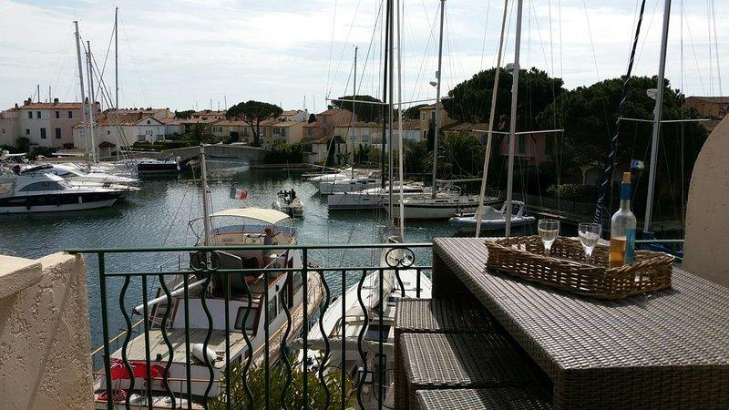 APPARTEMENT AVEC VUE SUR LES CANAUX, location de vacances à Grimaud