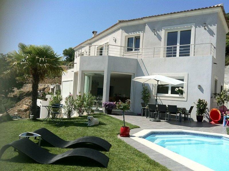 Villa indépendante vue mer et montagne. Piscine - Fitness. Proche Monaco., holiday rental in Sospel