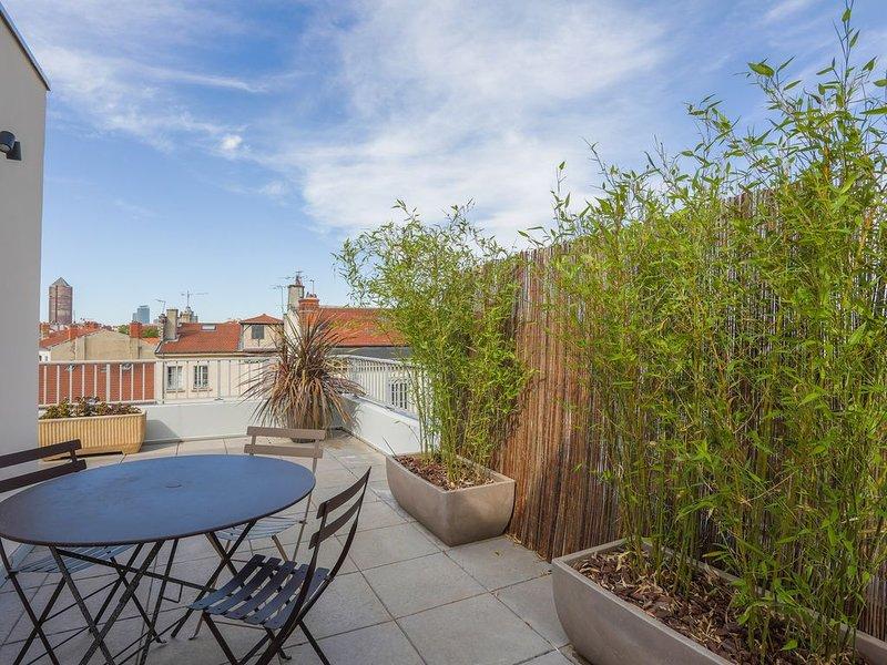 Au 7e Ciel - Terrasse de 50m2 / Parking sécurisé / Clim ���, holiday rental in Lyon