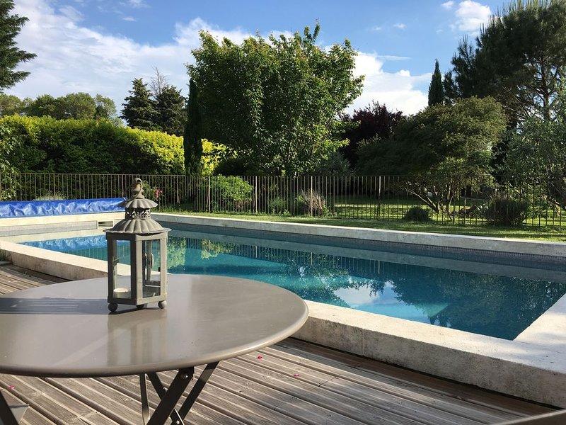 Gite dans un authentique Mas Provençal près de L'ISLE SUR LA SORGUE, holiday rental in Velleron