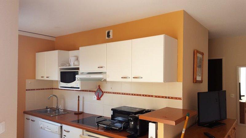 Superbe appartement climatisé vue mer classé 3***, holiday rental in Valras-Plage