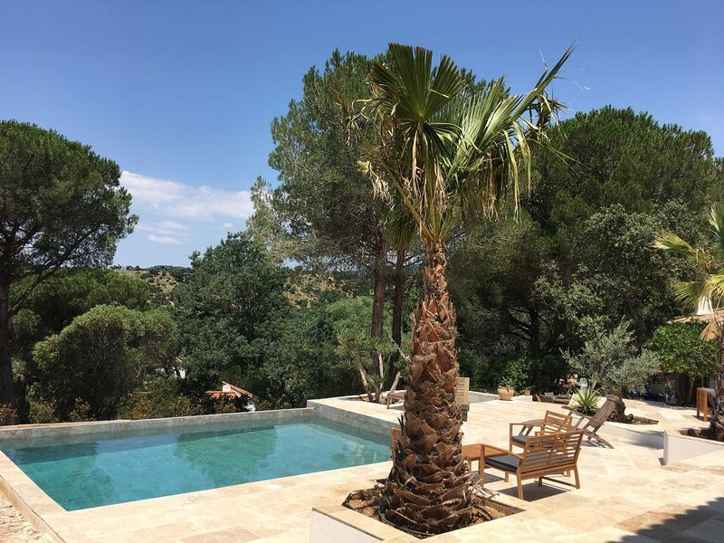 Studio dans villa avec piscine & jacuzzi, alquiler de vacaciones en Bormes-Les-Mimosas