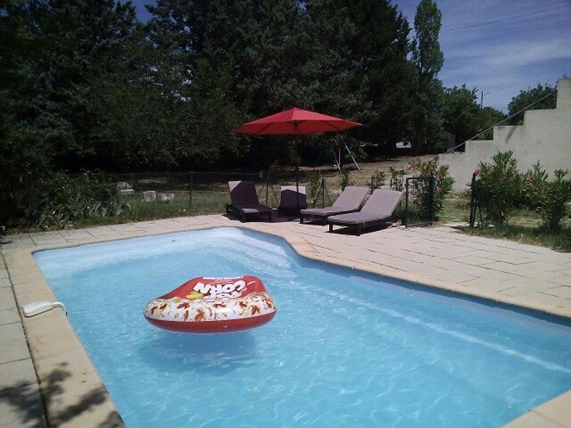 Maison Saint Maximin, 4 à 6 personnes, avec piscine privative, holiday rental in Ollieres