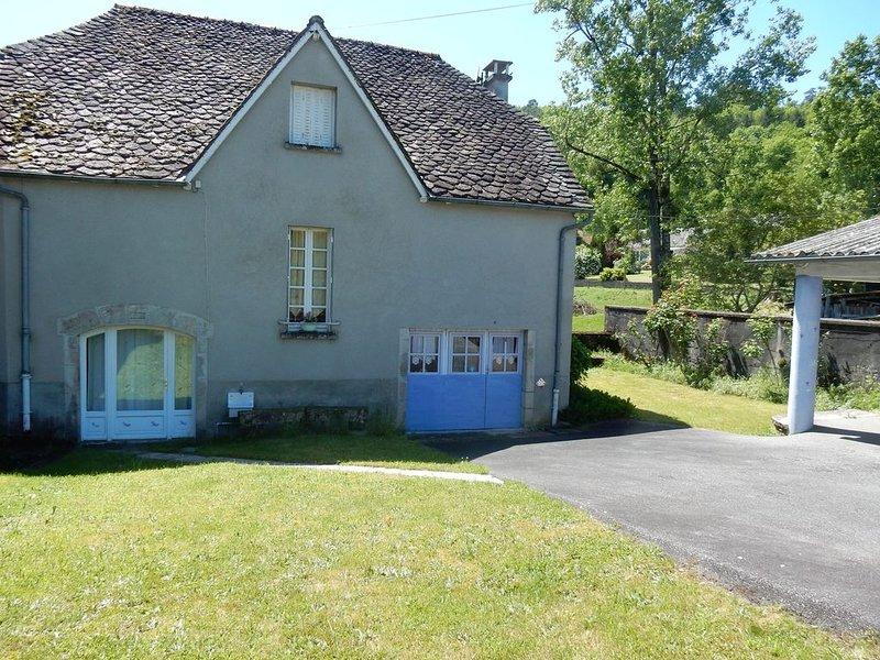 Maison colorée dans un hameau verdoyant, holiday rental in Gros-Chastang