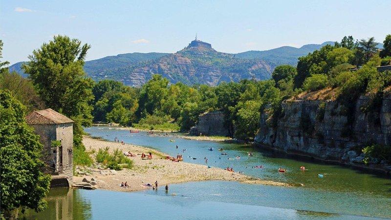 grand appartement de 120m² avec vue sur l'Ardèche, location de vacances à Chauzon